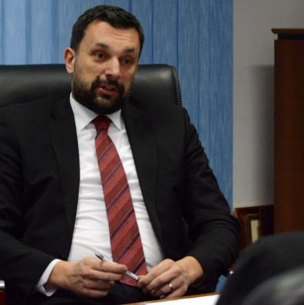 Premijer Kantona Sarajevo Elmedin Konaković kazao je u intervjuu za Fenu da je vrlo nezadovoljan radom nekih direktora kantonalnih preduzeća.