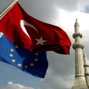 Europski parlament predložio je zamrzavanje pregovora o pridruživanju Turske zbog brutalnih čistki.