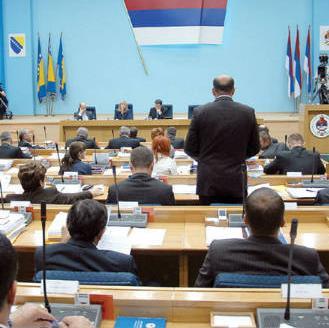 Ministrica uprave i lokalne samouprave RS Lejla Rešić istakla je da je u Nacrtu zakona o lokalnoj samoupravi, između ostalog, novina mogućnost raspuštanja skupštine lokalne zajednice, imenovanje i rad privremenih organa.