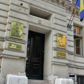 Vlada Kantona Sarajevo, povodomtužbe Samostalnog sindikata kantonalnih državnih službenika protiv nje ipremijera Elmedina Konakovića, ističe da se po redosljedu pristizanja isplaćujupresude.