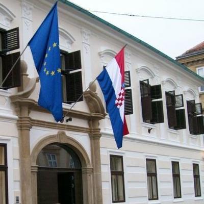 Svjetske agencije u četvrtak su prenijelevijest o padu hrvatske vlade uzrokovanomizglasavanjem nepovjerenja premijeru Tihomiru Oreškoviću.