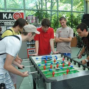 Najmlađe posjetitelje pozivaju na trodnevno super druženje sa SpužvaBob ekipom počevši u petak 28.08. pa do nedjelje 30.08. gdje ih očekuje najluđa zabava, facepainting, igre memorije...