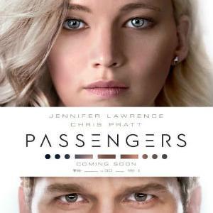 Tijekom rutinskog putovanja kroz svemir koje ih vodi prema novom domu, dvoje putnika bude se devedeset godina prerano.