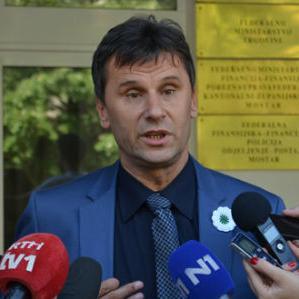 Pitanje novog zakona o radu je pitanje suspenzije nekih asimetričnih, nejednakih, prava koja su stečena starim zakonom o radu, dodao je Novalić.