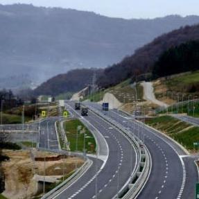 Ministar trgovine, turizma i saobraćaja Tuzlanskog kantona Mirsad Gluhić pojašnjava da je to trasa dužine 160 kilometara, a kroz BiH bi prolazilo 100, dok bi kroz Srbiju prolazilo 60 kilometara.