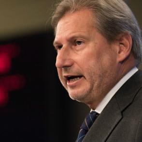 Hahn kaže kako je Europska komisija već pripremila teren za sljedeća poglavlja i da treba iskoristiti trenutni pozitivni zamah.