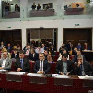Želeći dati lični doprinos u stabilizaciji budžeta, gradonačelnik Fazlić predložio je izmjene u dijelu koji se odnosi na plaće i naknade gradonačelnika.