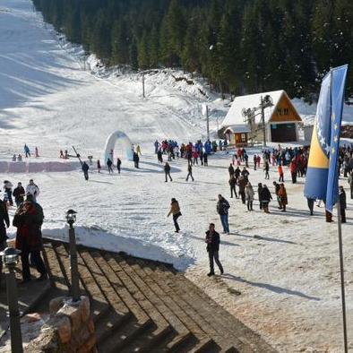 Stazu, koja ispunjava sve standarde za održavanje vrhunskih takmičenja, simbolično su otvorili reprezentativci BiH u alpskom skijanju Marko Šljivić, Žana Novaković i Marko Rudić.