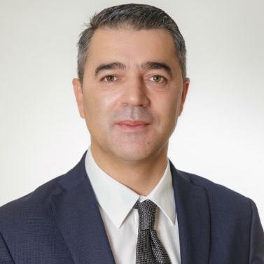 U svojoj jedanaestogodišnjoj karijeri u Sarajevskom kiseljaku izgradio je i organizirao jaki prodajni i distributivni tim.