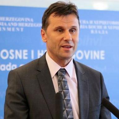 Novalić kaže kako je potrebno formirati fond iz kojeg će se moći uvezivati radni staž jer je na Parlamentu već usvojeno 26 mil. KM za te svrhe.