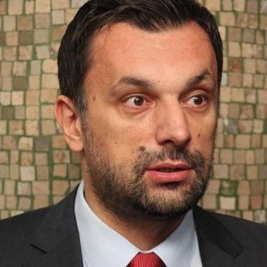 Premijer Kantona Sarajevo Elmedin Konaković je na svojoj Facebook stranici objavio informacije o platama direktora javnih ustanova KS. Informacije su stigle iz Poreske uprave FBiH.