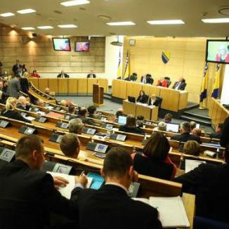 Kako se hrane parlamentarci u FBiH? Za meso 245 tisuća KM