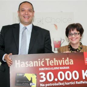 Predstavnici kompanije Franck i Raiffeisen Bank BiH, dodijelili su danas glavnu nagradu sretnoj dobitnici čime je uspješno završena velika nagradna igra kompanije Franck u kojoj su sretni dobitnici osvojili ukupno 56 nagrada.