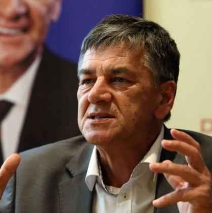 """Sportske kladionice """"Petica Plus"""" i """"BET-Live"""" iz Viteza, """"Sport Plus"""" iz Novog Travnika i """"Zmajevi"""" iz Zenice, podnijele su krivičnu prijavu Fuada Kasumovića."""