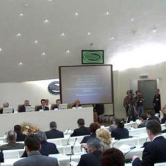 Budžet je predložilo Predsjedništvo BiH, a predviđen je iznos od 950.000.000 KM za finansiranje institucija BiH, dok je za servisiranje vanjskog duga planirano 770.637.000 KM.