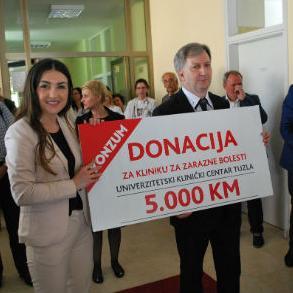 Jučer je na Klinici za zarazne bolesti UKC Tuzla upriličeno otvaranje Dnevne bolnice i Laboratorije kliničkih vještina, a njenoj obnovi su pomogli brojni pojedinci i društveno odgovorne institucije.