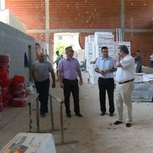 Gradska uprava Bihaća osigurala je 51.000 KM , a fondacija ODRAZ 99.000 KM čime su stvoreni uslovi da se u narednih 60 građevinskih dana završi dvorana.