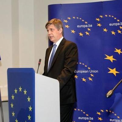 Najavljeno je, istovremeno, da će u narednih nekoliko mjeseci BiH podnijeti aplikaciju za članstvo u EU s kredibilnim izvještajem o provedbi Reformske agende koja je postavljena kao ključni uvjet na tom putu.