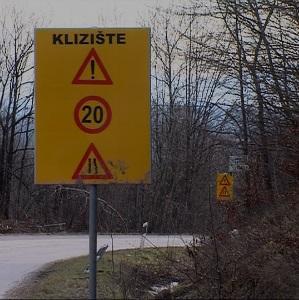 Klizišta u naseljima Šturlić i Johovica rezultat su veoma trusnog i geološki nestabilnog područja koje karakteriše ovaj dio općine Cazin.