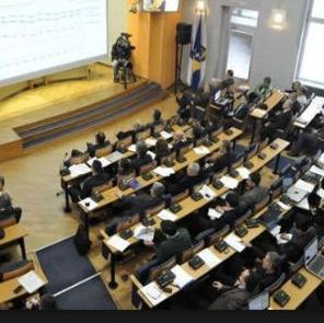 Zastupnici Skupštine Kantona Sarajevo (KS) razmatrat će danas Prijedlog zakona o poticaju razvoja male privrede kojim se propisuje sistematsko planiranje, osiguravanje sredstva i provođenje mjera i aktivnosti razvoja male privrede.
