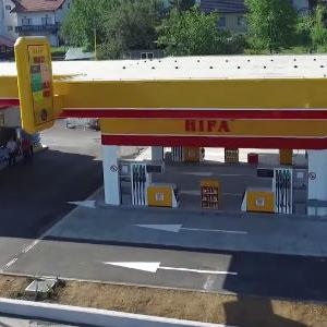 Povodom otvorenja, prvih 300 kupaca nagrađeno je sa 20 KM goriva gratis.