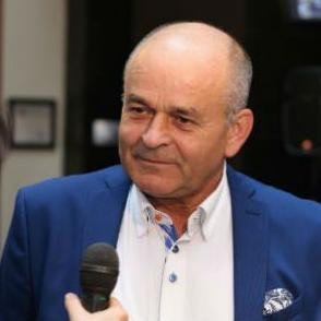 Ahmetlić kaže da je u privatni biznis krenuo jer nije htio da ima šefa iznad glave.