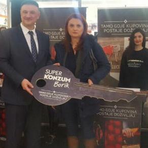 Najvrijednija nagrada je stan u Banjoj Luci u vrijednosti od 106.000 KM čija je ponosna vlasnica Vanja Đurić, koja nije krila svoje oduševljenje.