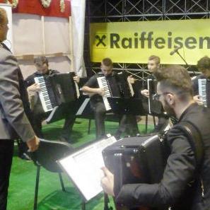 Raiffeisen banka je bila sponzor Muzičkog kutka u kojem je održan cjelodnevni program učenika Srednje muzičke škole iz Sarajeva.