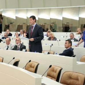 Najdalje do 27. septembra svi nivoi vlasti Parlamentarnu skupštinu BiH treba da upoznaju s rokovima za završetak akcionih planova za provođenje Reformske agende, no potpuno je neizvjesno da li će svi to i učiniti, odnosno da li će neka od ukupno 13 vlada u BiH zakazati.