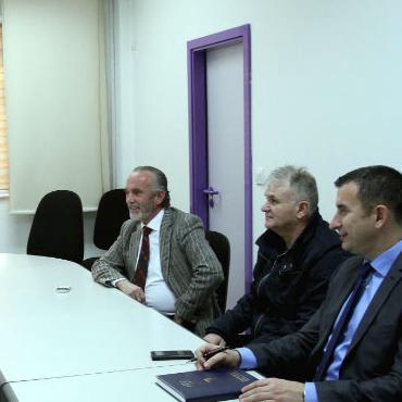 Delegacija Doma naroda Parlamenta Federacije Bosne i Hercegovine posjetila je danas Univerzitetski klinički centar u Sarajevu (UKCS) gdje su se sastali s direktoricom tog centra Sebijom Izetbegović.