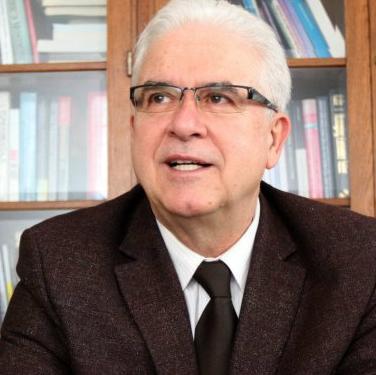 Reindustrijalizacija je ispravan strateški put u razvoju ekonomije BiH, to pokazuju i rezultati u doprinosu industrije u zapošljavanju po lokalnim zajednicama u čitavoj BiH, rekao je u razgovoru za Fenu profesor Ekonomskog fakulteta Univerziteta u Sarajevu dr. Anto Domazet