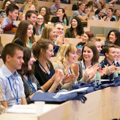 Izrazit uspjeh i ove godine ostvarile su CEO konferencije u Mostaru, Zenici, Tuzli i Banjoj Luci, gdje su priče o karijernim putevima preko 30 govornika, inspirisale mlade na trenutke promjene i spoznaje o mogućnosti vlastitog napredovanja, uspjeha i ostvarenja ciljeva.