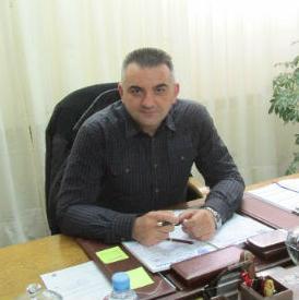 Načelnik opštine Šamac Savo Minić kaže da je u maju 2014. poplavlјeno 15 mjesnih zajednica, a 13.400.000 KM pomoći u vaučerima je iznos veći od dva budžeta opštine Šamac direktne pomoći ugroženom stanovništvu.