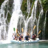 U dva dana doživjet ćete potpunu avanturu: posjetu jednoj od najljepših pećina u BiH, rafting Tarom i Drinom, noćenje u bungalovima, čist vazduh, dobru hranu i naravno pozitivne vibracije!