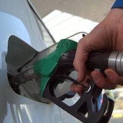 Otvorenjem moderne benzinske pumpe u neposrednoj blizini trgovačkog centra kompanija Adna Commerczaokružila je ulaganja ukupne vrijednosti od 12 miliona KM.