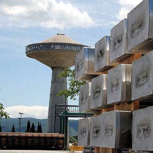 Iako bez ikakve smislene strategije, Vlada FBiH je odlučna da proda udjele u osam kompanija: Aluminij Mostar, Bosnalijek, Sarajevo-osiguranje, ArcelorMittal, Energoinvest, Energoinvest Comet, Energopetrol i Fabrika duhana Sarajevo.