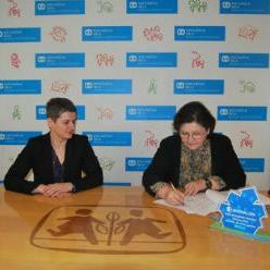 Bosnalijek i SOS Dječija sela BiH su četrnaesti put zaredom potpisali Ugovor o donaciji u vrijednosti od 32.000 KM kojim se osiguravaju sredstva za pokriće godišnjih troškova SOS porodice mame Fikrete.