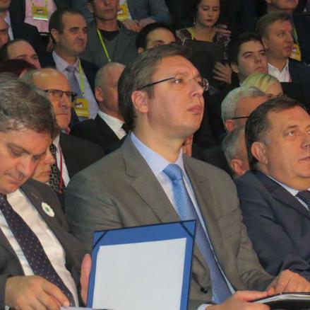 Načelnik Srebrenice Ćamil Duraković potvrdio je Srni da je Srbija uplatila dva miliona evra na račun opštine kako je obećao premijer Srbije Aleksandar Vučić na Investiciono-razvojnoj konferenciji.