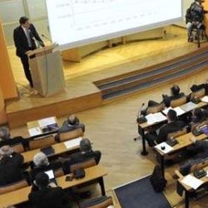 Skupština KS po hitnom postupku usvojila je Zakon o izmjenama Zakona o radnopravnom statusu zastupnika u Skupštini i Zakon o izmjenama Zakona o radnopravnom statusu članova Vlade Kantona Sarajevo,  koji podrazumijevaju ukidanje savjetničkih pozicija.