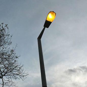 Grad Bihać odlučio je pokrenuti projekt zamjene postojeće ulične rasvjete LED rasvjetom, a javni poziv trebao bi biti objavljen u narednih sedam dana.