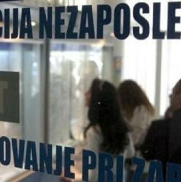 Na evidenciji Službe za zapošljavanje Kantona Sarajevo nalazi se 8.495 ili 12,34 posto osoba s visokom stručnom spremom, od čega je 1.363 magistra. Ujedno, do 35 godina starosti na evidenciji je 6.001 osoba s VSS, od čega je 1.208 magistara.