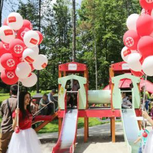 """U okviru društveno odgovorne akcije """"Dobro djelo"""", kompanija m:tel je poklonila dječije igralište opštini Prnjavor."""