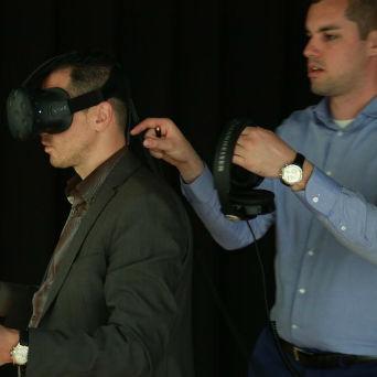 HTC Vive donosi najvjerniji doživljaj virtualne realnosti na tržištu, uz potpunu kontrolu kretanja korisnika u prostoru, istraživanje objekata sa svih strana, i potpunu interakciju sa svojom okolinom.