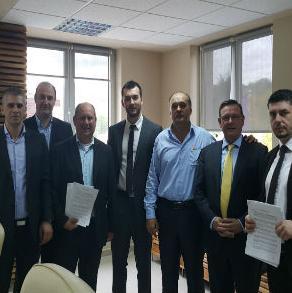Nakon višemjesečnih pregovora kompanija Euro-Metali iz Doboj-Juga ozvaničila je osnivanje zajedničke kompanije sa holandskom firmom Groepe Jumbo Groenewegen B.V koja je u Bosni već prisutna sa proizvodnim pogonom B.M.E u Tešnju.