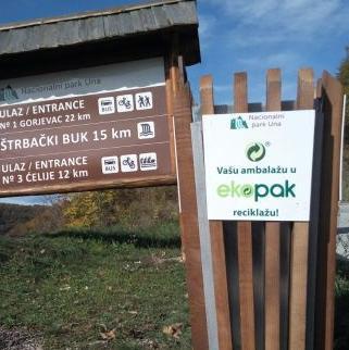 Na osnovu ranije potpisanog ugovora o saradnji s Ekopakom, danas je upriličena svečana primopredaja setova kontejnera i kanti u koje će svi posjetioci Nacionalnog parka Una odvojeno odlagati ambalažni otpad i tako učestvovati u zaštiti i promociji ovog prirodnog dragulja Bosne i Hercegovine.