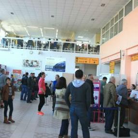 Broj putnika koje se otpremi i dopremi sa i na Međunarodni aerodrom Tuzla svake godine se značajno povećava.