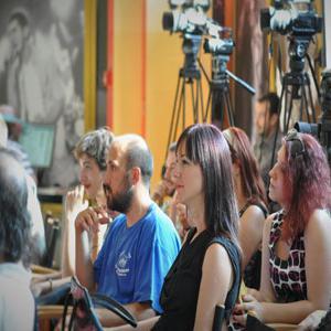 """Na takmičenju mogu učestvovati svi zainteresovani novinari, slanjem isključivo autorskih radova na temu """"Demofest 2016""""."""