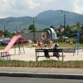Predviđeno formiranje i stalni nadzor Komisije za procjenu stanja dječijih i sportskih igrališta koja će vršiti obilazak i kontrolu svih postojećih igrališta.