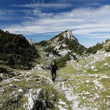 ilj projekta je afirmacija Via Dinarica-e kao regionalne turističke destinacije i povećanje konkurentnosti Bosne i Hercegovine u oblasti avanturističkog, rekreativnog i općenito, turizma u prirodi.