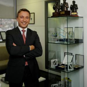 Prilikom svečane ceremonije dodjele priznanja najuspješnijim brokerskim kućama članovima Sarajevske berze Raiffeisen banci su uručene četiri plakete.